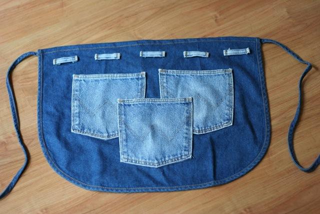 Не спешите выкидывать свои старые джинсы, посмотрите что можно сделать из них.