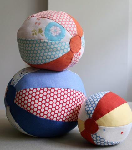 Как же сшить такой мячик?  Материалы. подарок ребенку.  Такие тканевые мячики ручной работы идеальный.