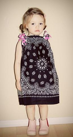 Детское платье из платка.