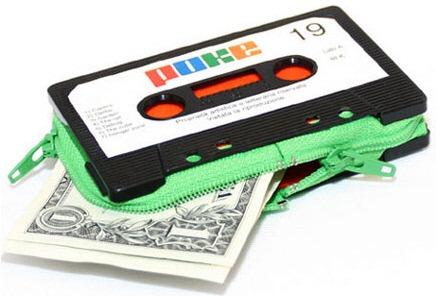 Как сделать кошелек из старой магнитофонной кассеты.
