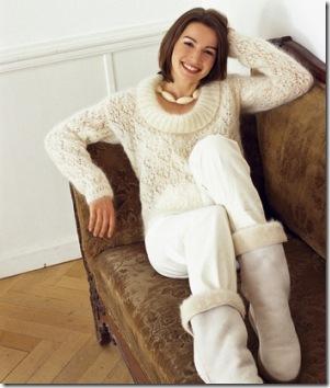 Белый и пушистый пуловер