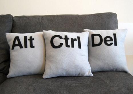 Веселые диванные подушки