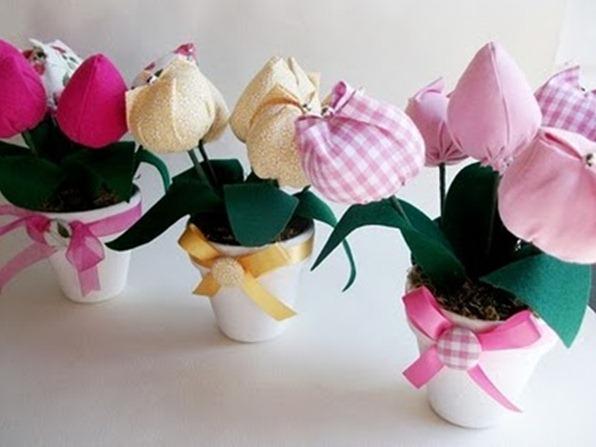 Описание: Рделать такие красивые цветы из ткани своими руками весьма просто.