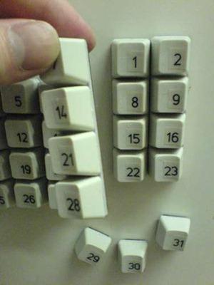 Календарь из старой клавиатуры.