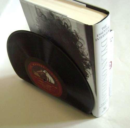 Как сделать подставку для книг из старой пластинки
