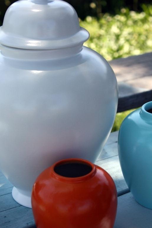 Другие вазы мы окрасили в другие цвета