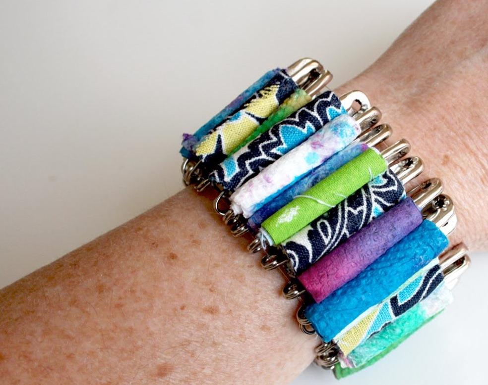 Как из подручных материалов сделать браслет