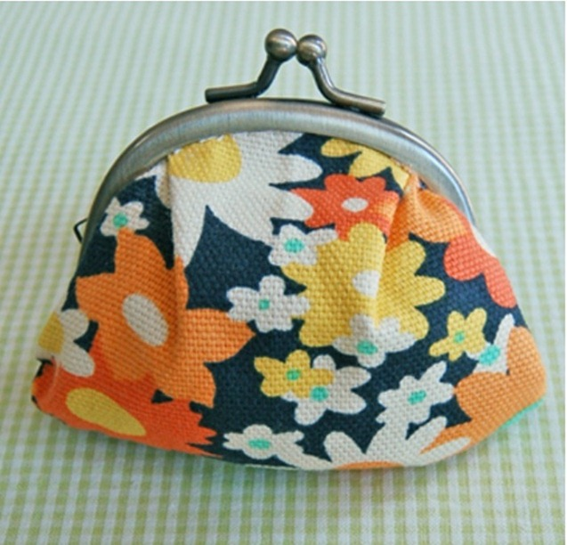 gift presents for women: sewing purse