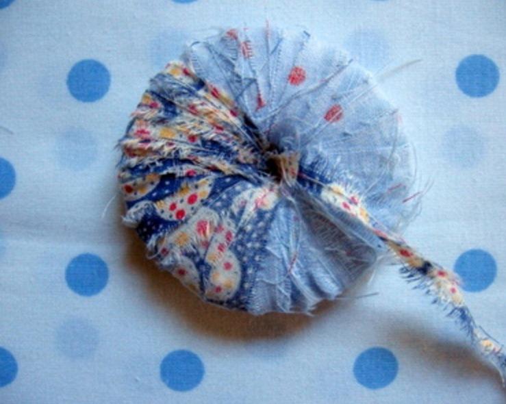 Как сделать помпоны из остатков ткани