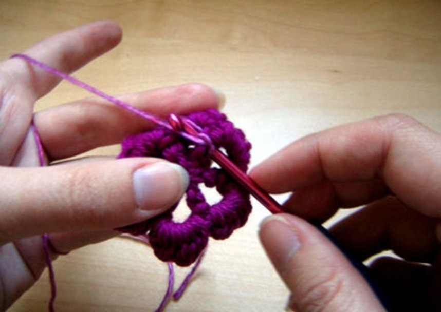 How to crochet a flower step by step