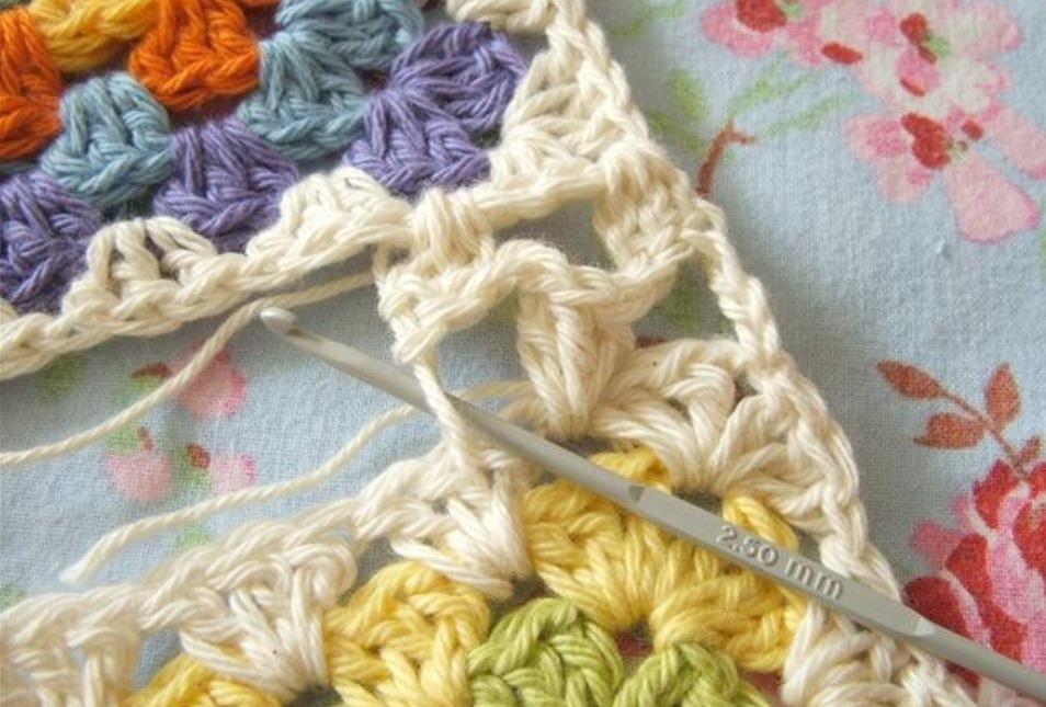 Соединение Бабушкиных квадратов крючком. Плоский шов
