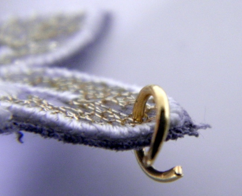Как сделать украшение с кружевом