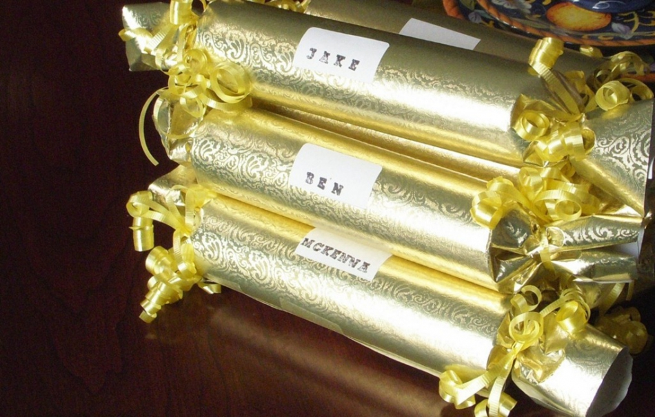 Как сделать из подарков для детей настоящее волшебство