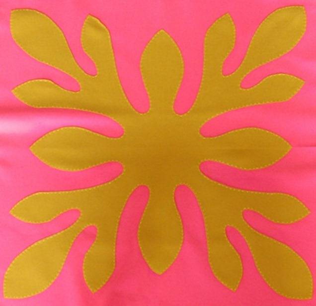 Разноцветные напольные подушки