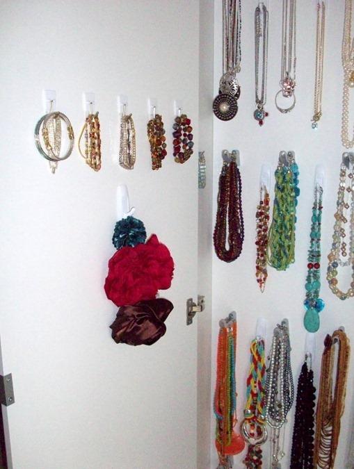 Зеркальный шкаф для украшений
