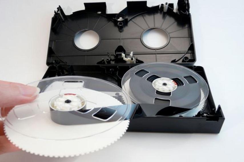 """""""пряжу"""" из ленты видеокассеты"""