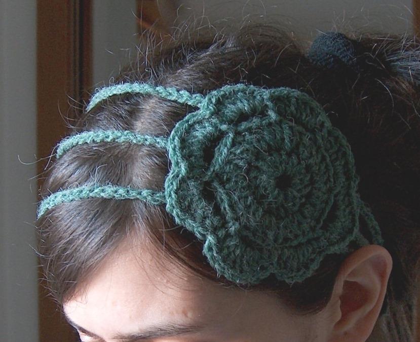 Вязаное украшение для головы