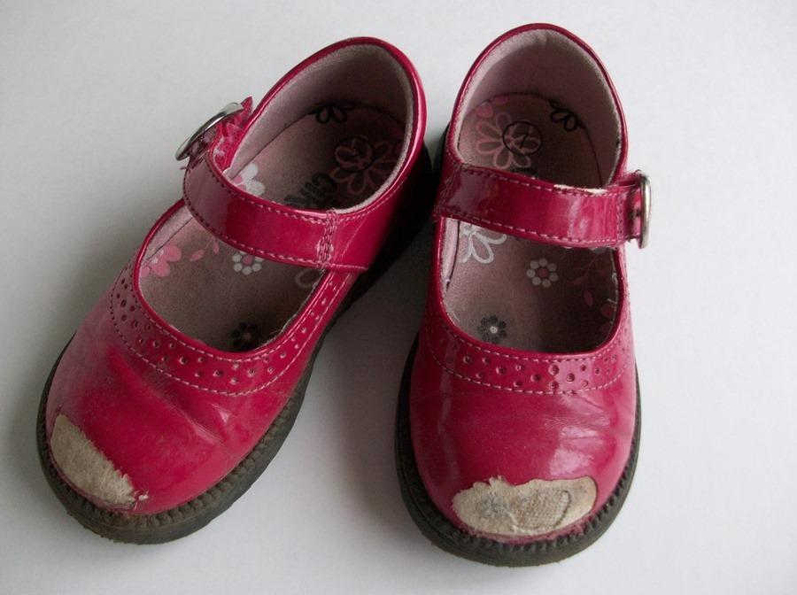 Как реанимировать детские туфли