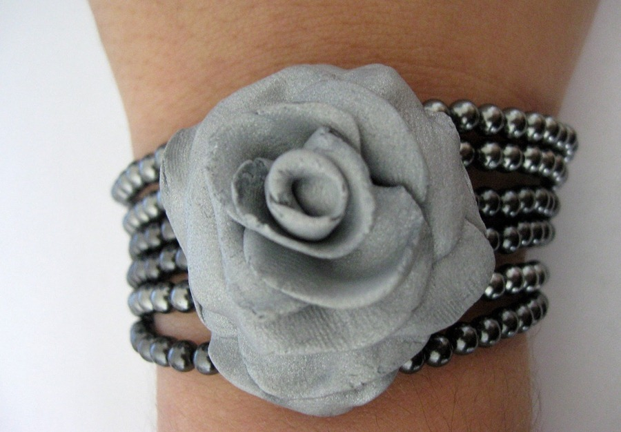 crafty pendants for accessories: rose made of clay