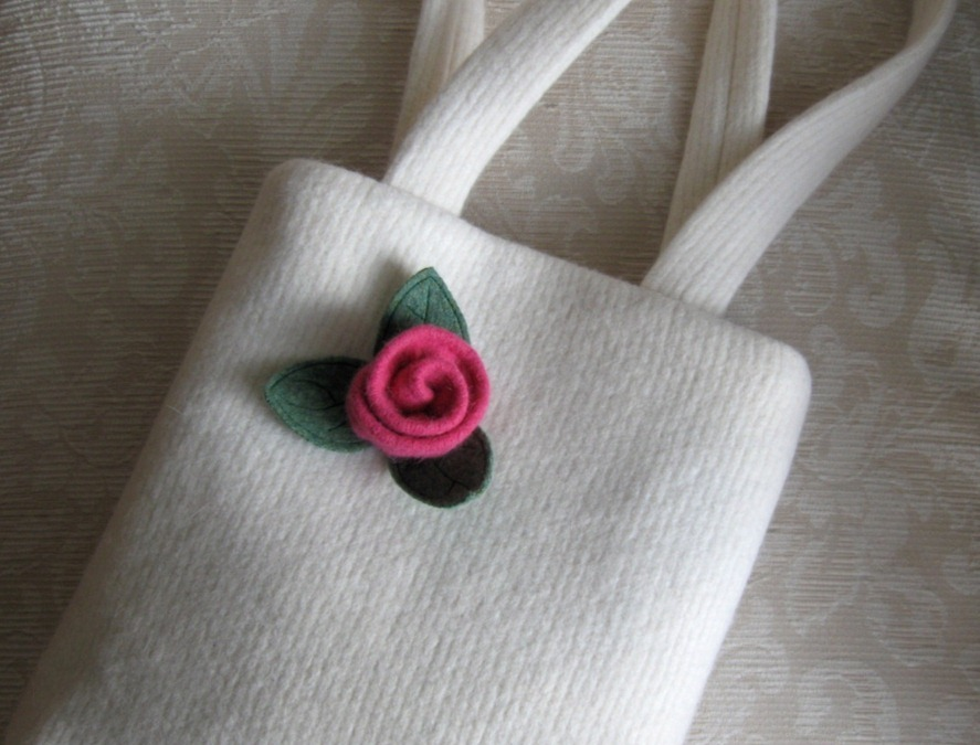craft flowers: a bouquet of roses made of felt