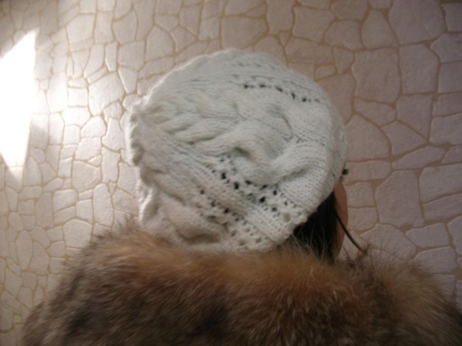 Белая шапочка с косами