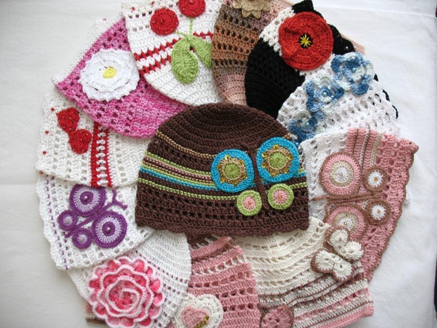 Из остатков пряжи - летние детские шапочки