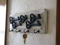 Как сделать ключницу для дома