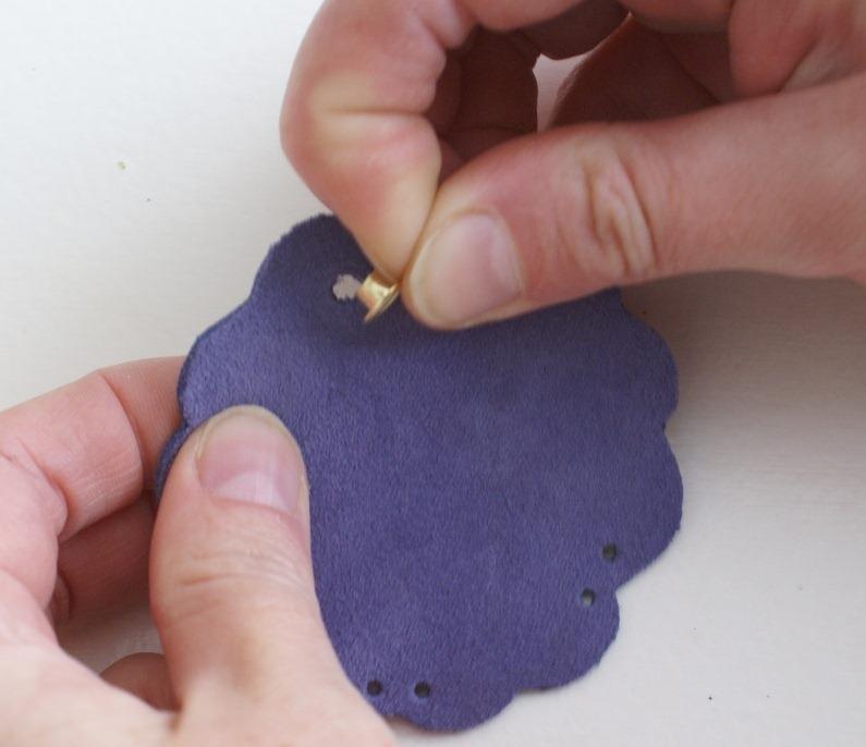 Как сделать брелок - сувенир.