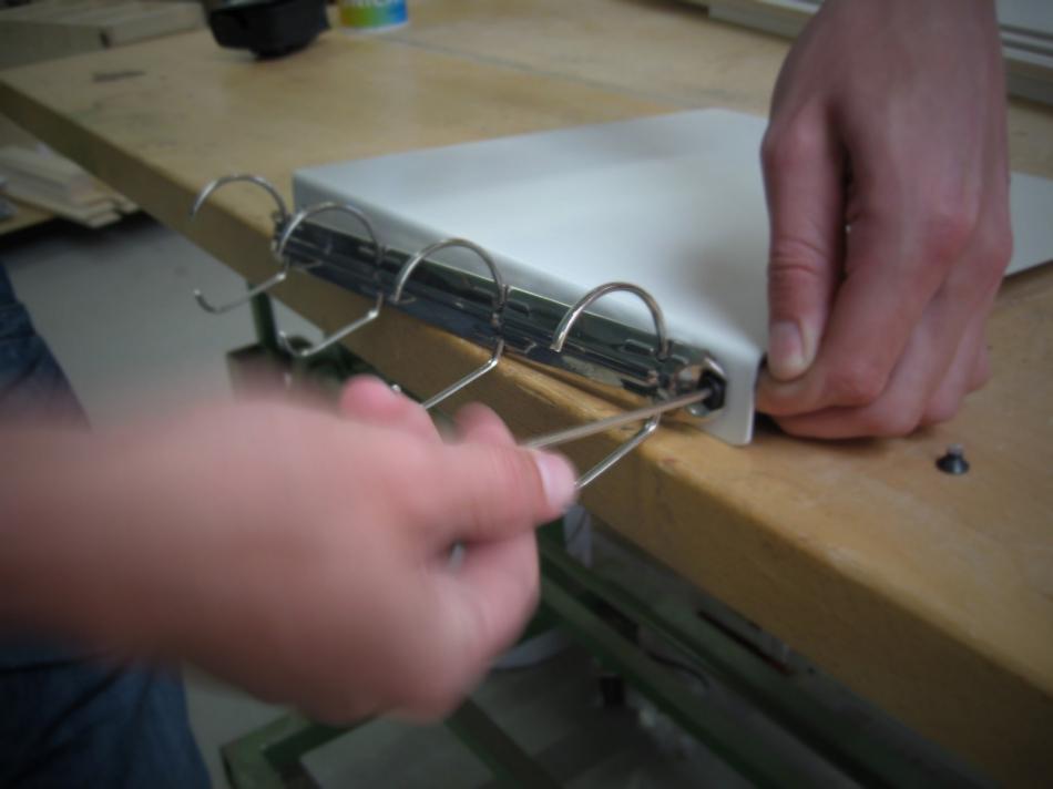 Как сделать переносной настольный органайзер для инструкций и документов (5)