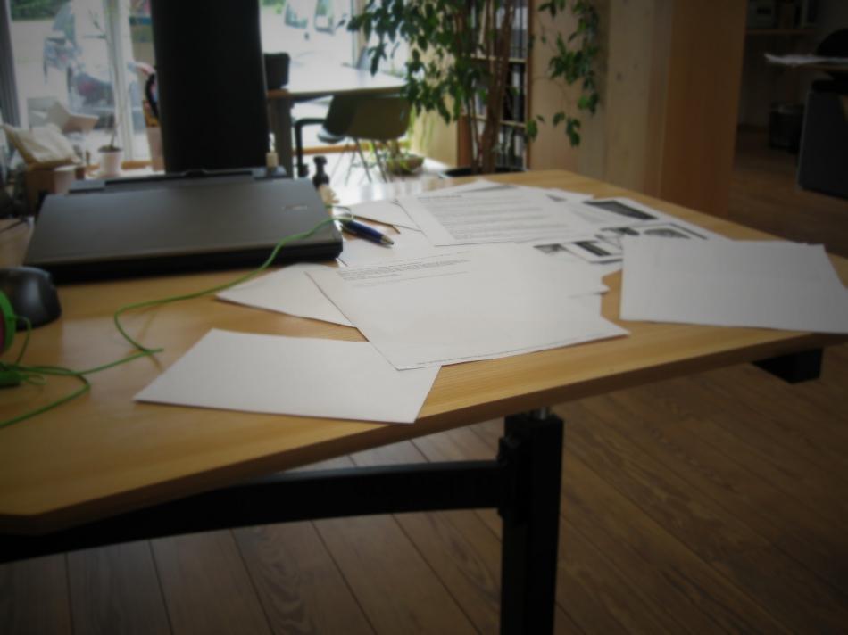 Как сделать переносной настольный органайзер для инструкций и документов (9)