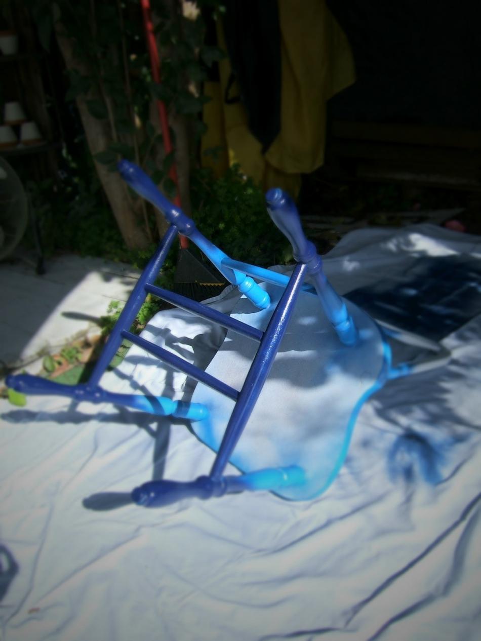 Преображение старого стула с помощью градиентной покраски (5)