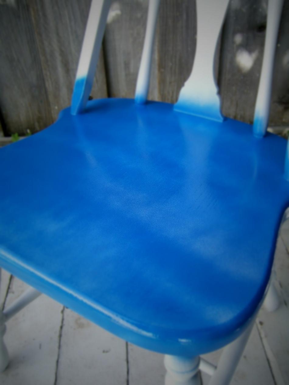 Преображение старого стула с помощью градиентной покраски (7)
