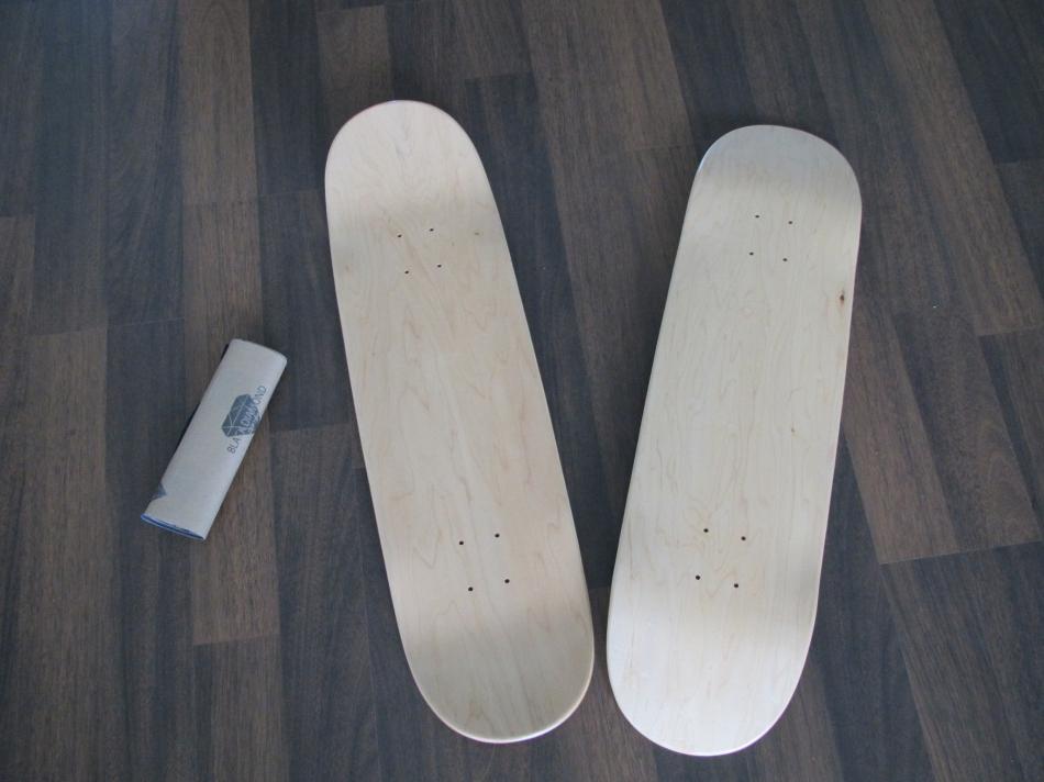 Держатель для скейтов из скейтбордных досок (9)