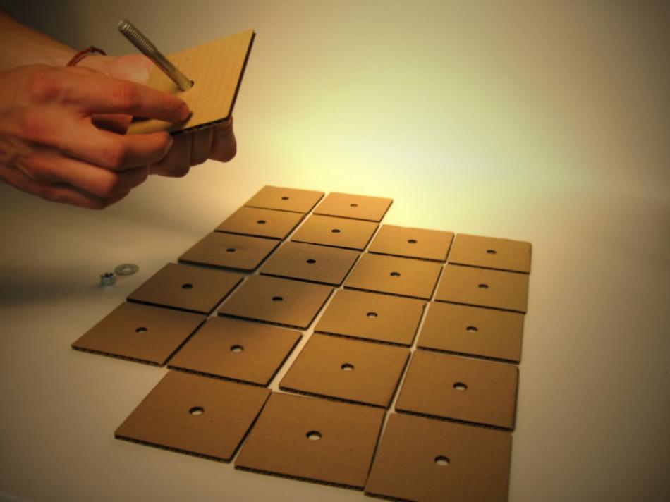 Картонный куб-органайзер для карандашей и шариковых ручек (3)