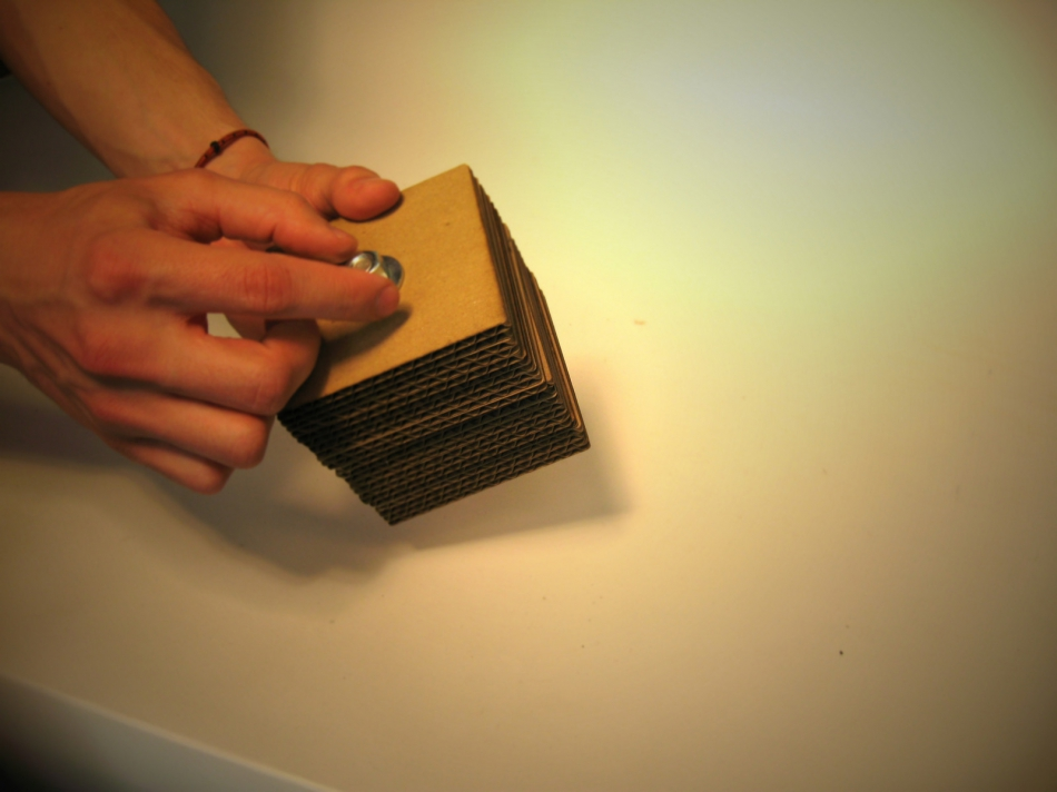 Картонный куб-органайзер для карандашей и шариковых ручек (6)