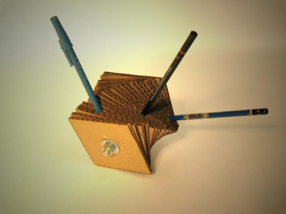 Картонный куб-органайзер для карандашей и шариковых ручек (8)