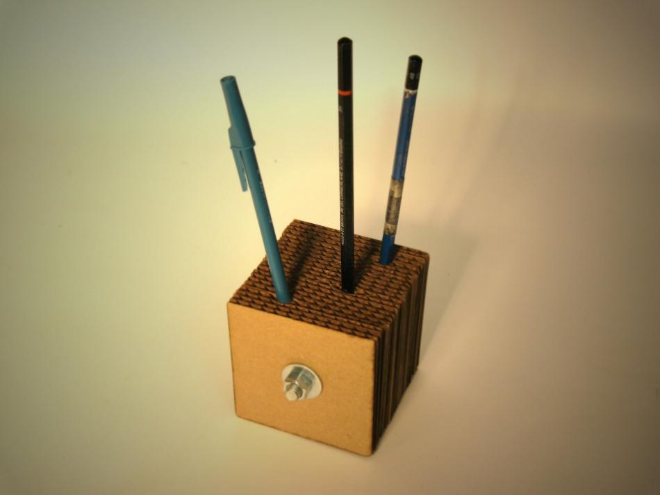 Картонный куб-органайзер для карандашей и шариковых ручек (9)