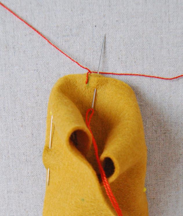 Как сшить детские домашние тапочки из войлока (7)