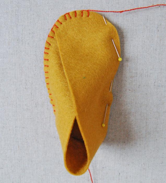 Как сшить детские домашние тапочки из войлока (6)