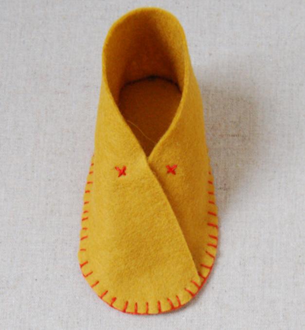 Как сшить детские домашние тапочки из войлока (2)