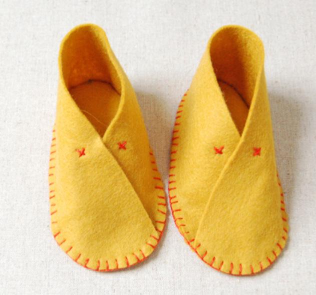 Как сшить детские домашние тапочки из войлока (1)