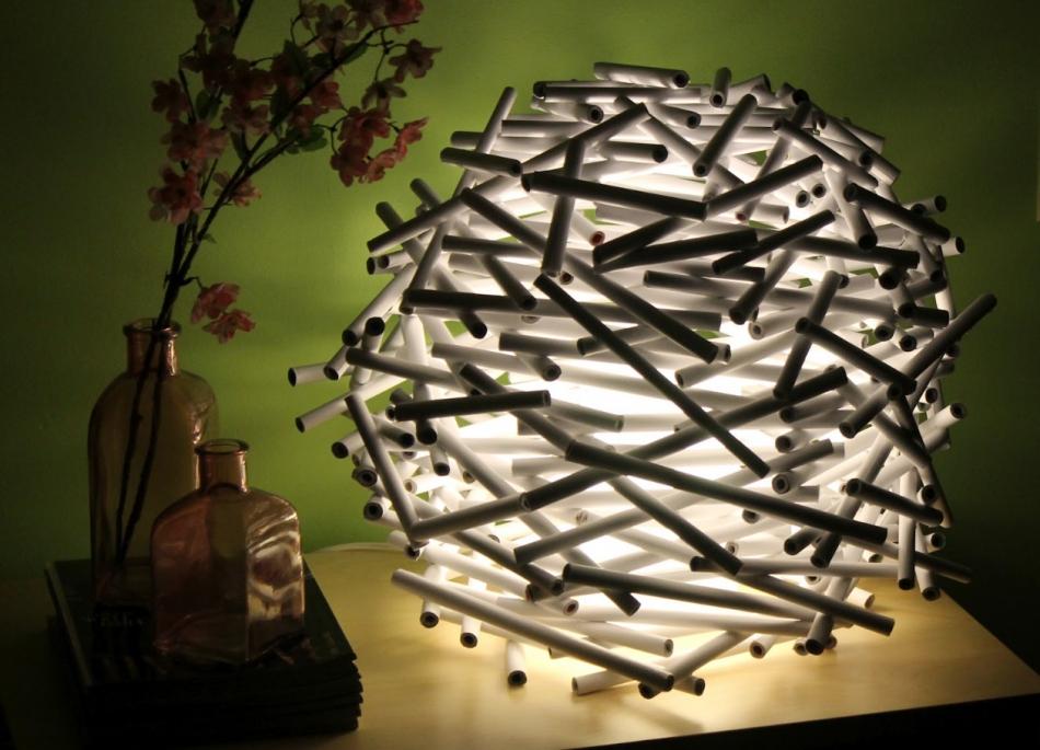 Необычный светильник из бумажных трубочек (7)