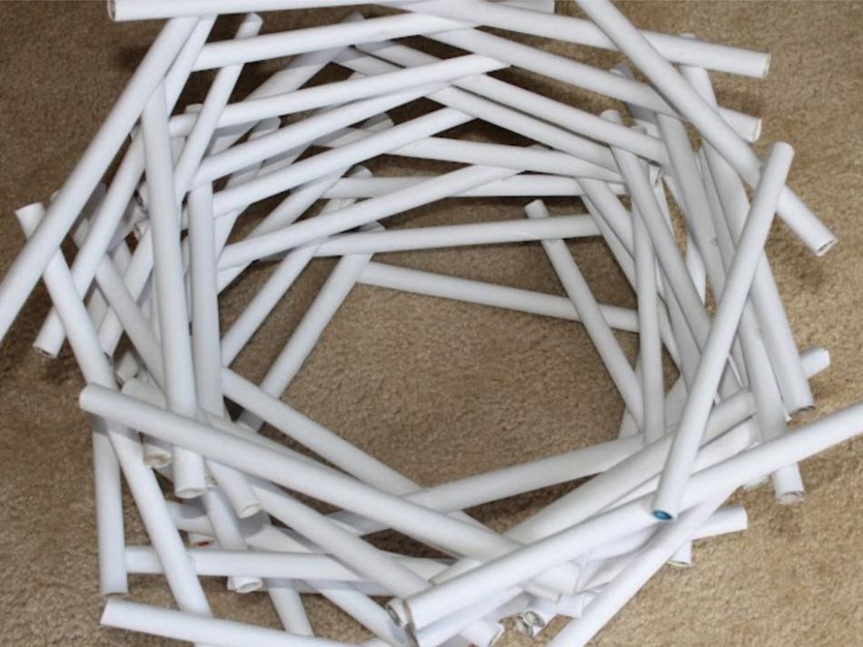 Необычный светильник из бумажных трубочек (4)