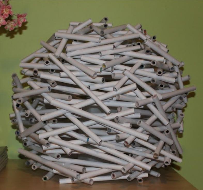 Необычный светильник из бумажных трубочек (3)