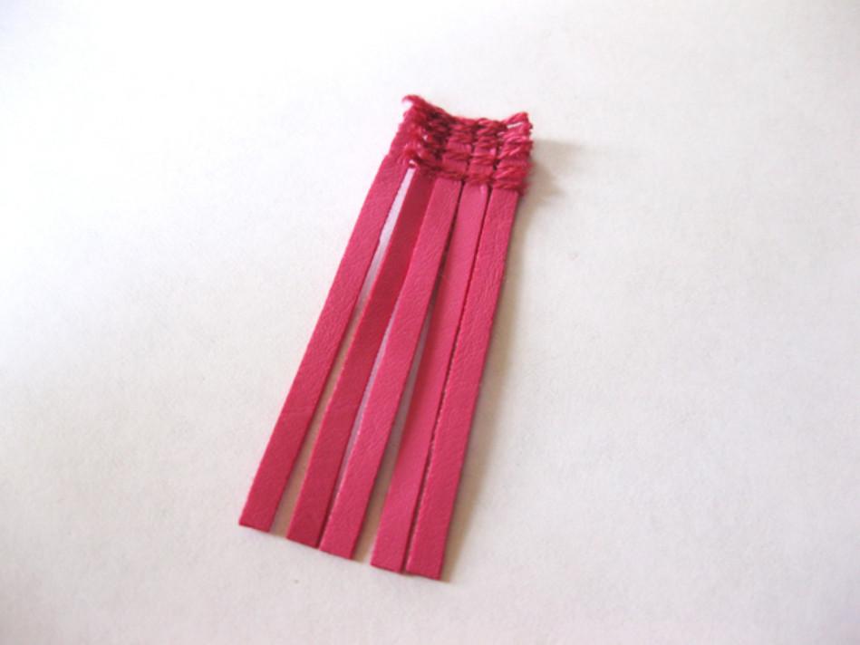 Малиновые сережки из кожи (9)
