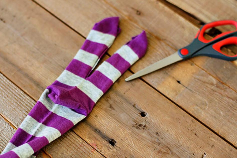 Как из одной пары носков сшить игрушку (15)