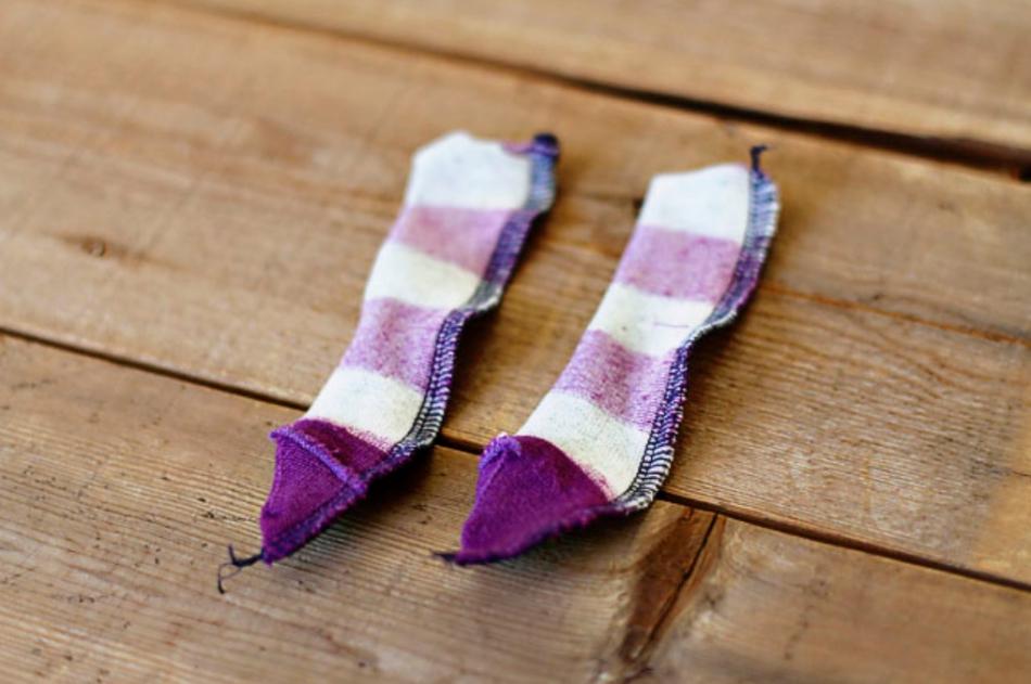 Как из одной пары носков сшить игрушку (9)