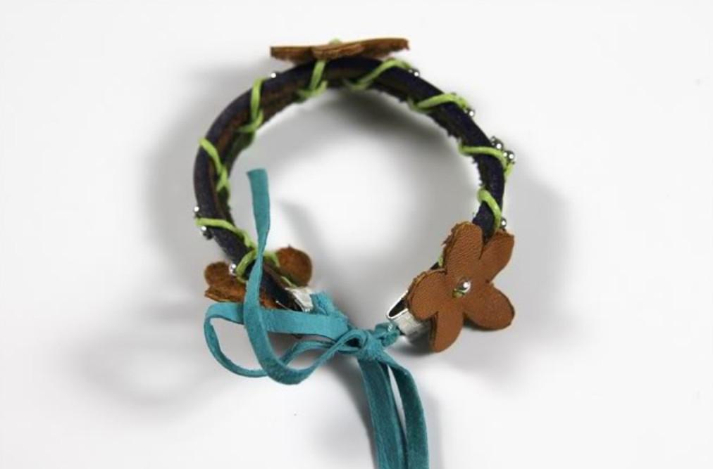 Кожаный браслет с цветочками (19)