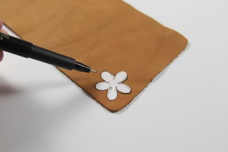 Кожаный браслет с цветочками (4)