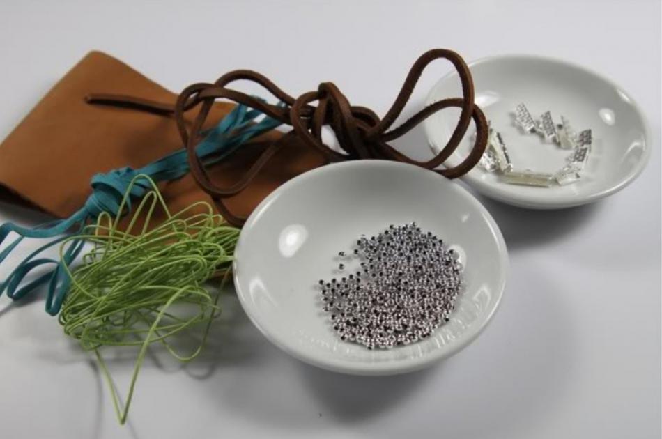 Кожаный браслет с цветочками (2)